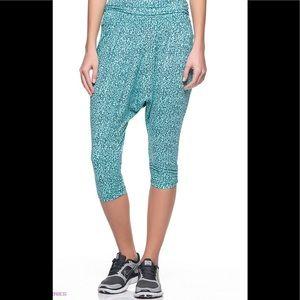 Nike Dri-Fir Sz Small Avant Move Mezzo Capri Pants